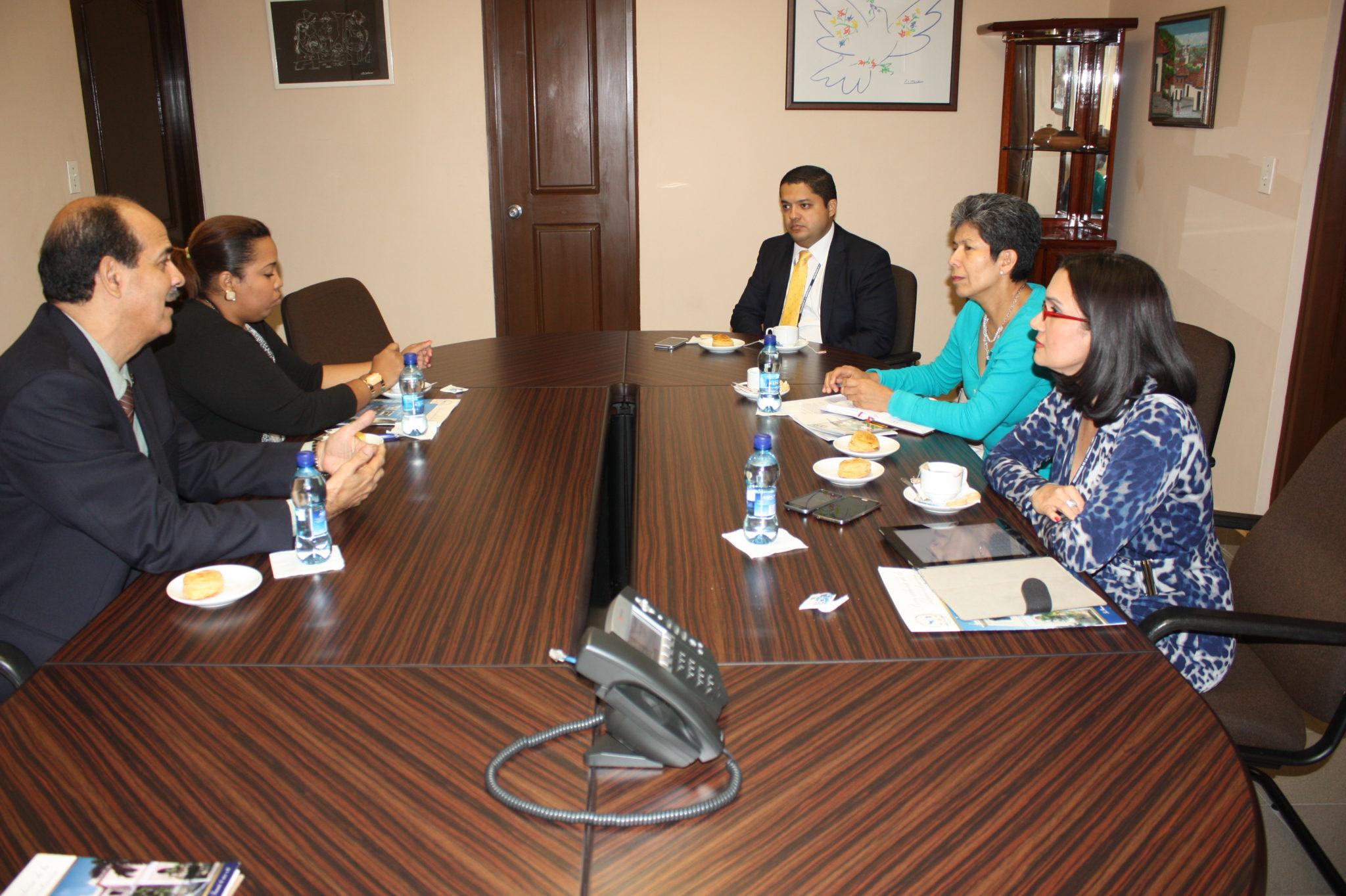 Reunión con representante de la OEA