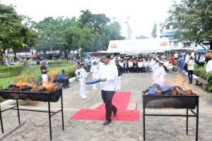 Acto solemne de cremación de banderas en desuso