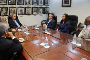 Visita de cortesía del Dr. Atienza a los magistrados de la CSJ