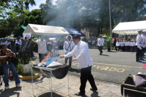 Procuraduría de la Administración participa del acto de cremación de banderas de la Gobernación