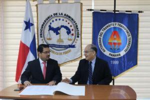 La Autoridad del Tránsito y Transporte Terrestre firma la carta de compromiso de la RIEP