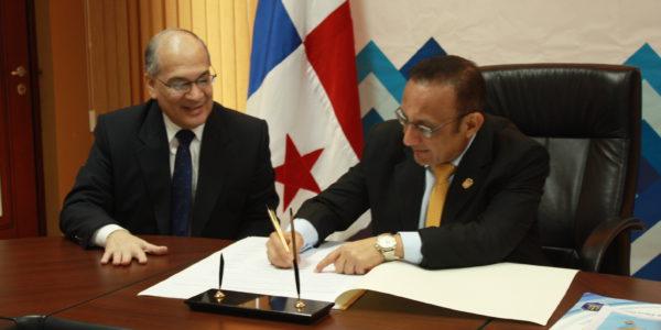 MIDES firma la carta de compromiso de la RIEP