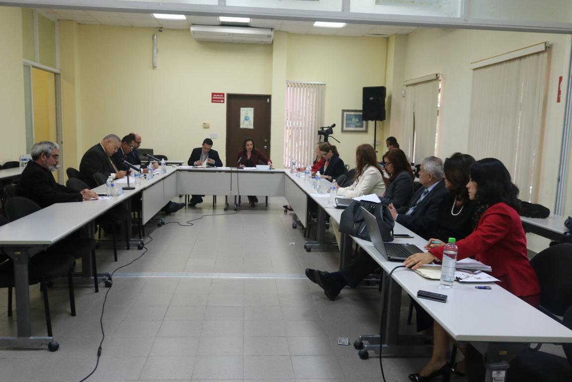 Comisión de Estado por la Justicia brinda cortesía de sala a comitiva del Órgano Judicial