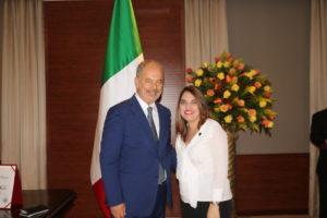Ceremonia de condecoración en honor a  S.E. Marcello Apicella, embajador de la República Italiana