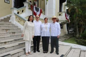 Colaboradores de la Procuraduría de la Administración rinden homenaje al mes de la patria