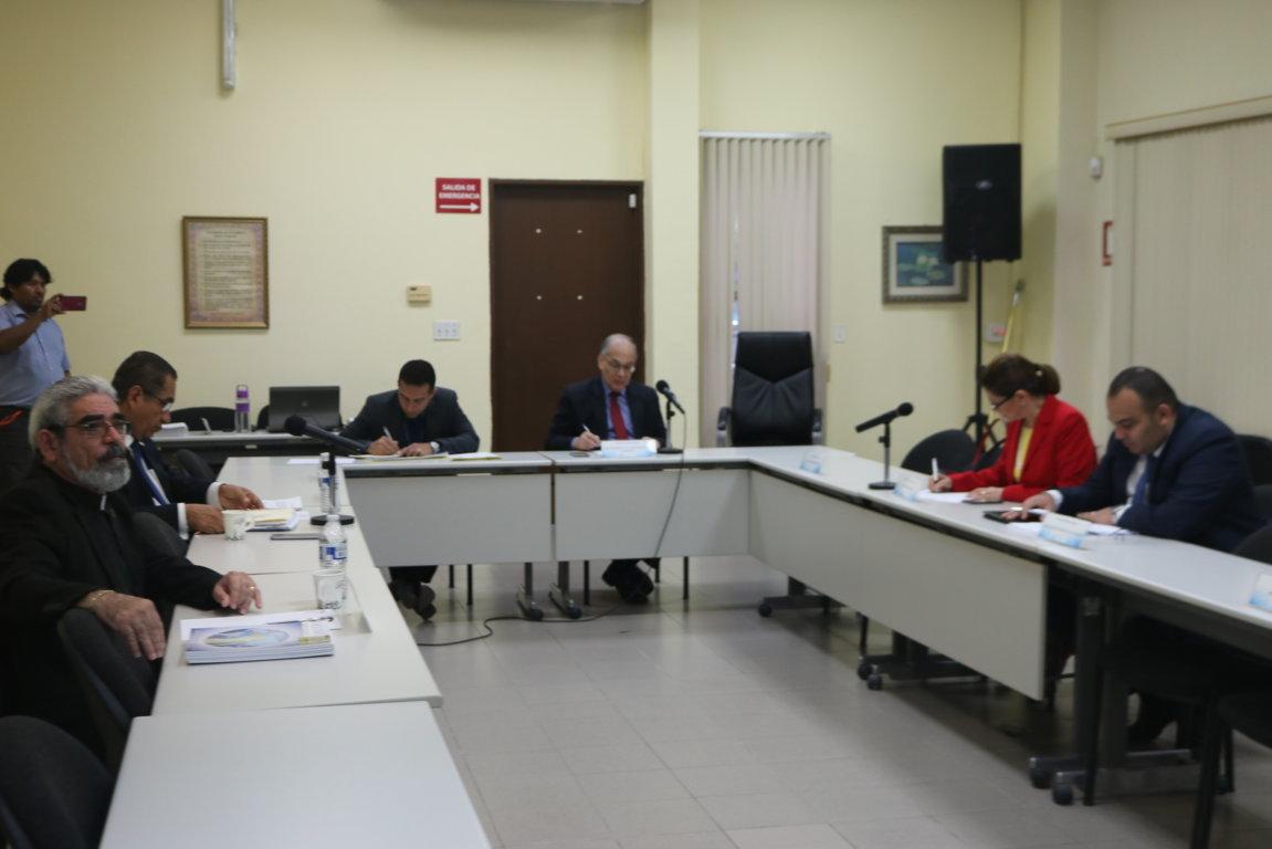 Cortesía de sala a miembros de la Fundación para el Desarrollo de la Libertad Ciudadana