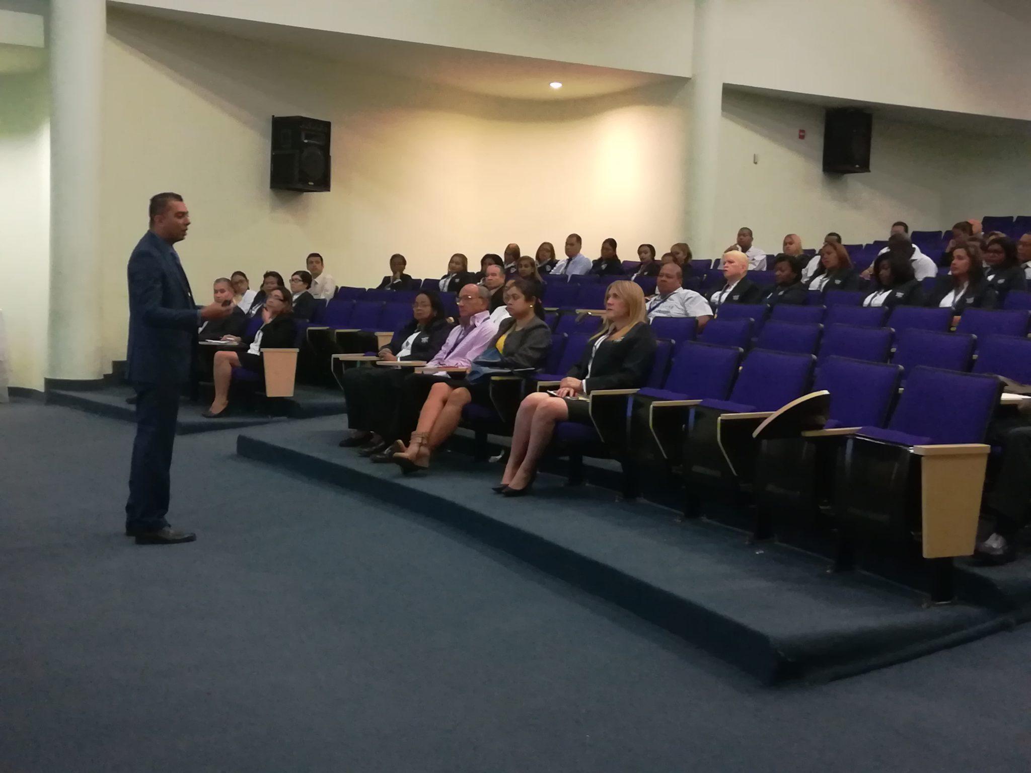 Hospital Santo Tomás recibe conferencia sobre el código uniforme de ética de los servidores públicos