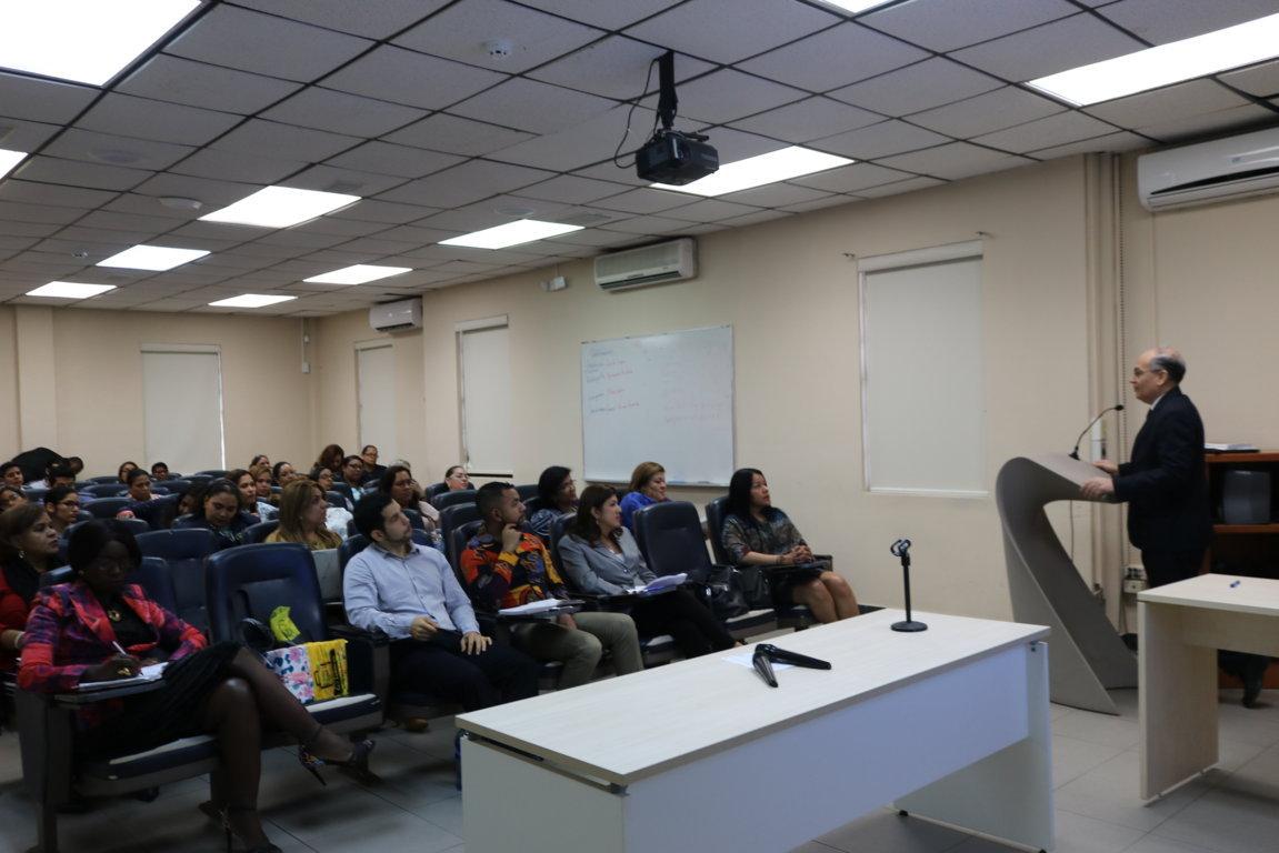 Procurador de la administración diserta en seminario para funcionarios judiciales
