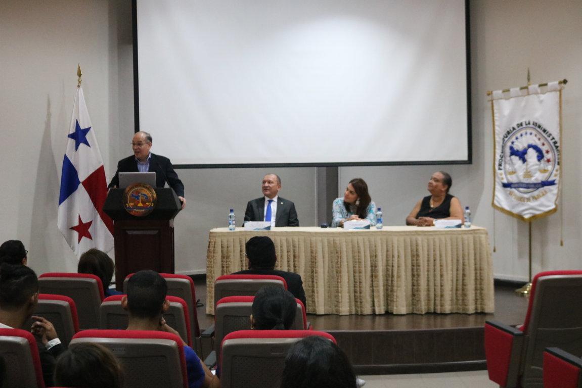 Acto de bienvenida a los estudiantes que participaran en el Proyecto de Organización de los Fondos Documentales