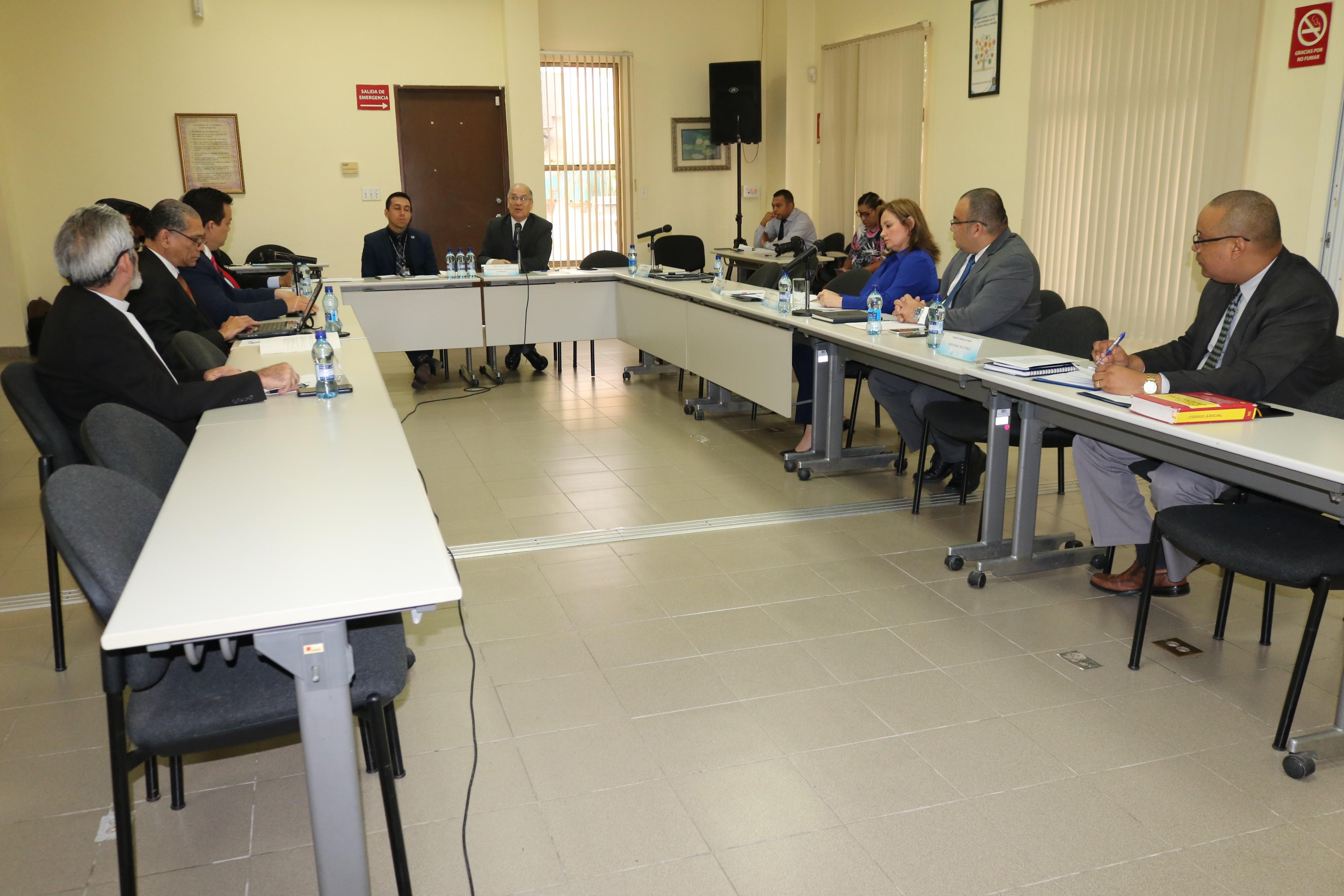 Comisión define método para entrevistar a los aspirantes a magistrados de la CSJ