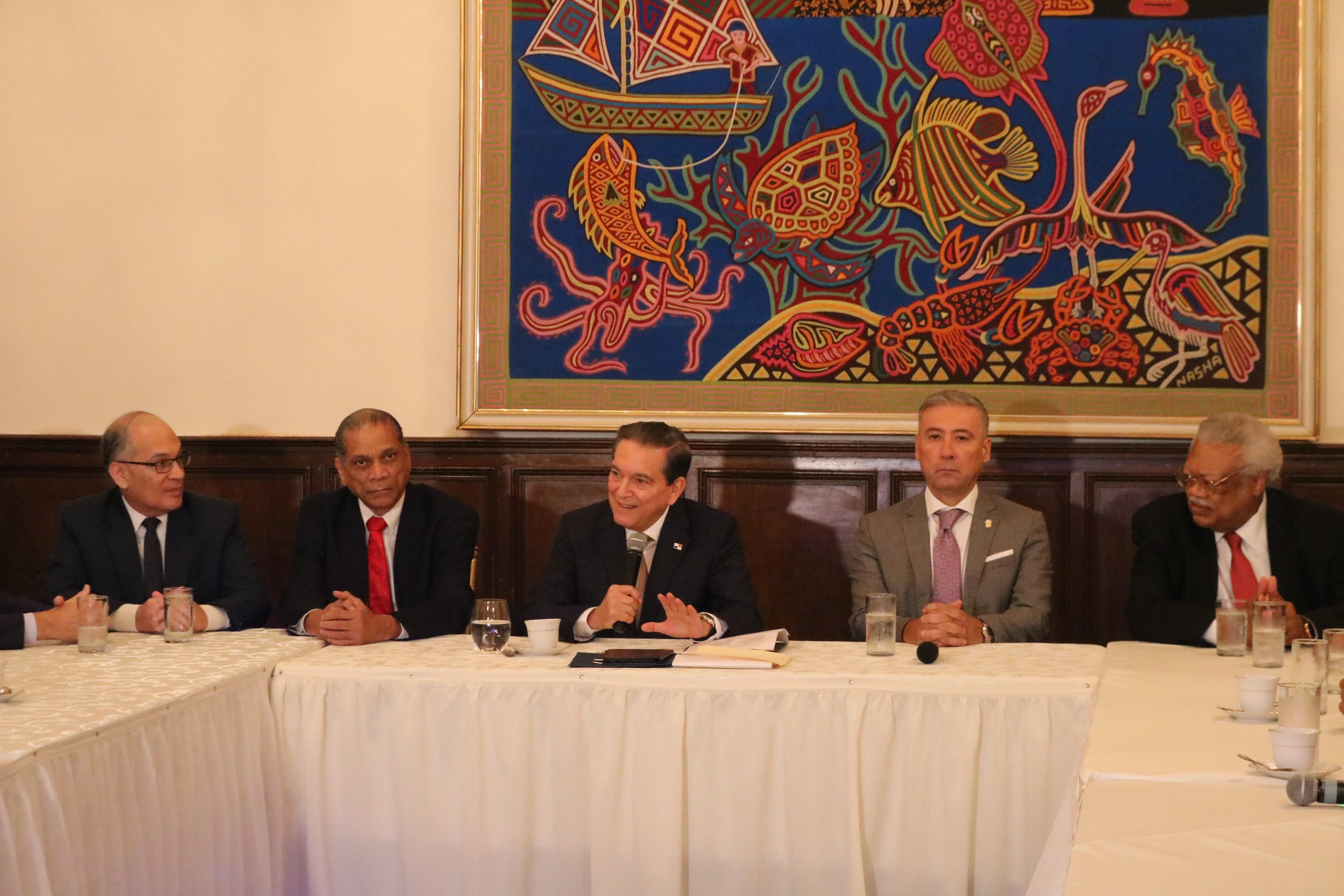 Comisión Especial de Evaluación entrega informe de consideraciones de aspirantes a magistrados al Presidente Cortizo