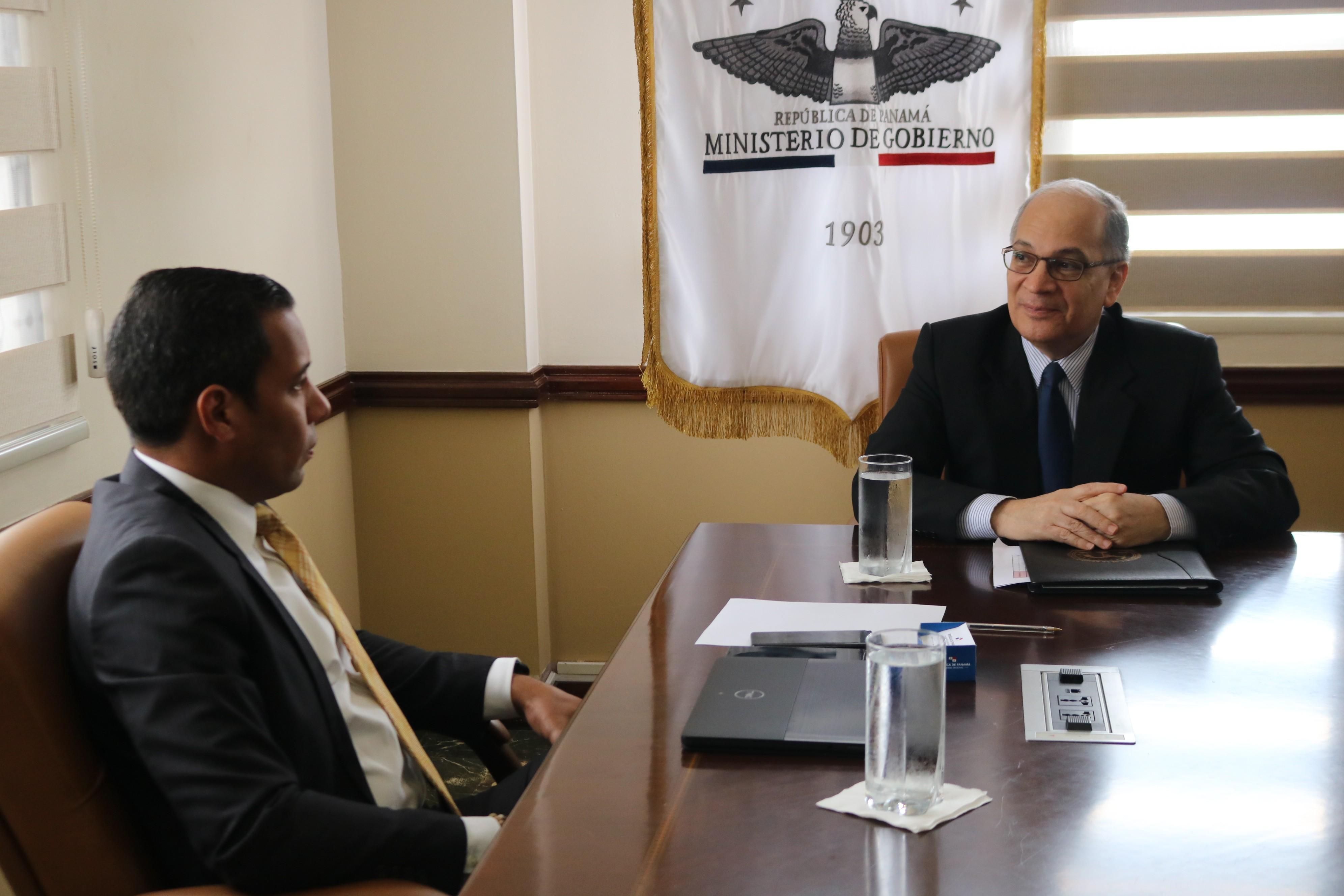 Reunión de trabajo con el Ministro de Gobierno