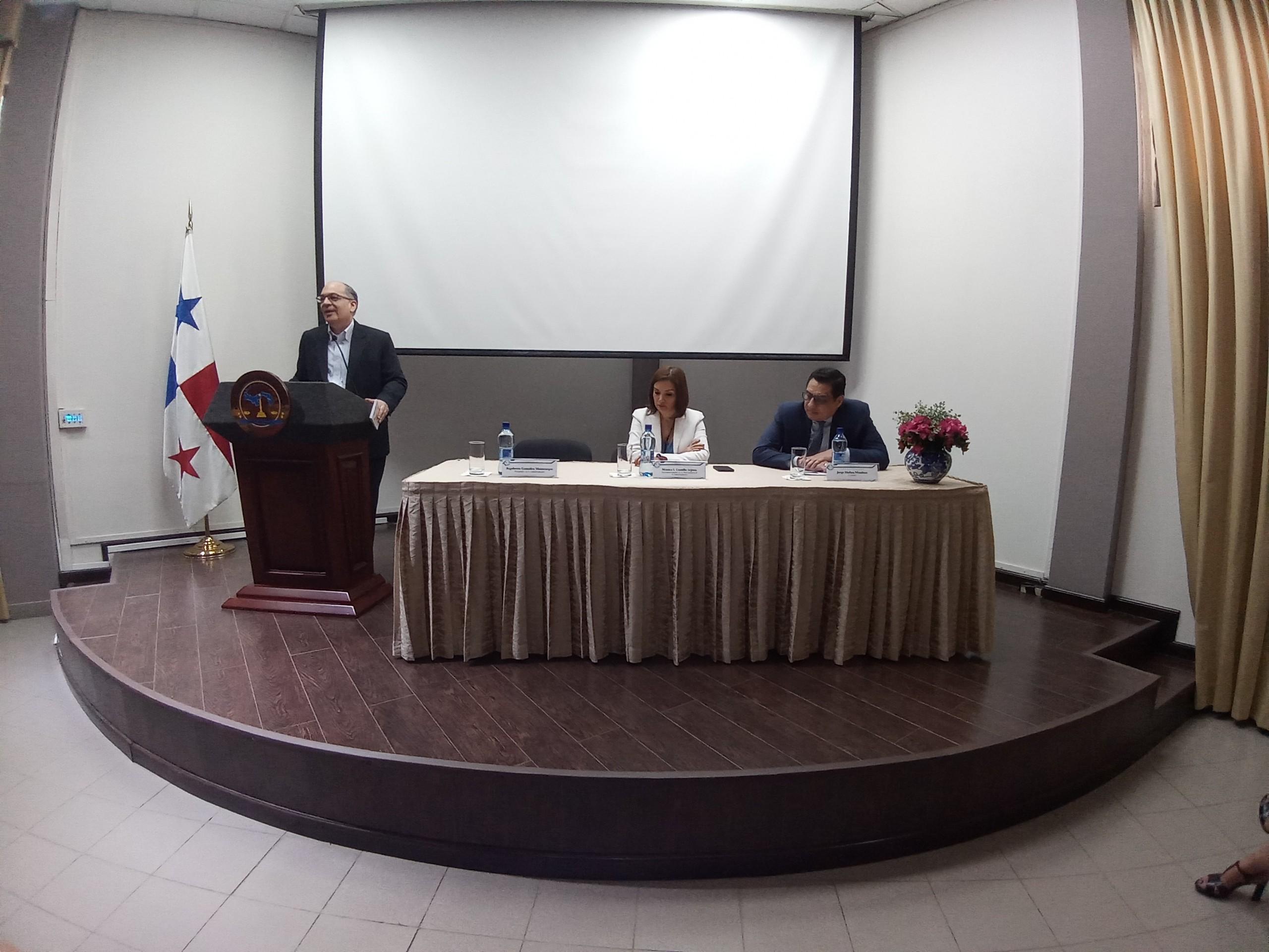 """La contradicción argumentativa conferencia en el """"Día del Servidor Judicial"""""""