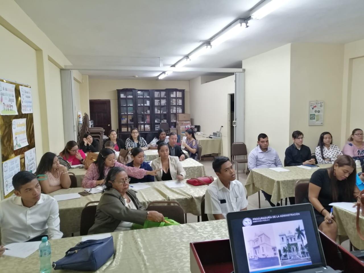 Secretaría Provincial de Veraguas explica a universitarios servicios y programas que brinda la PA