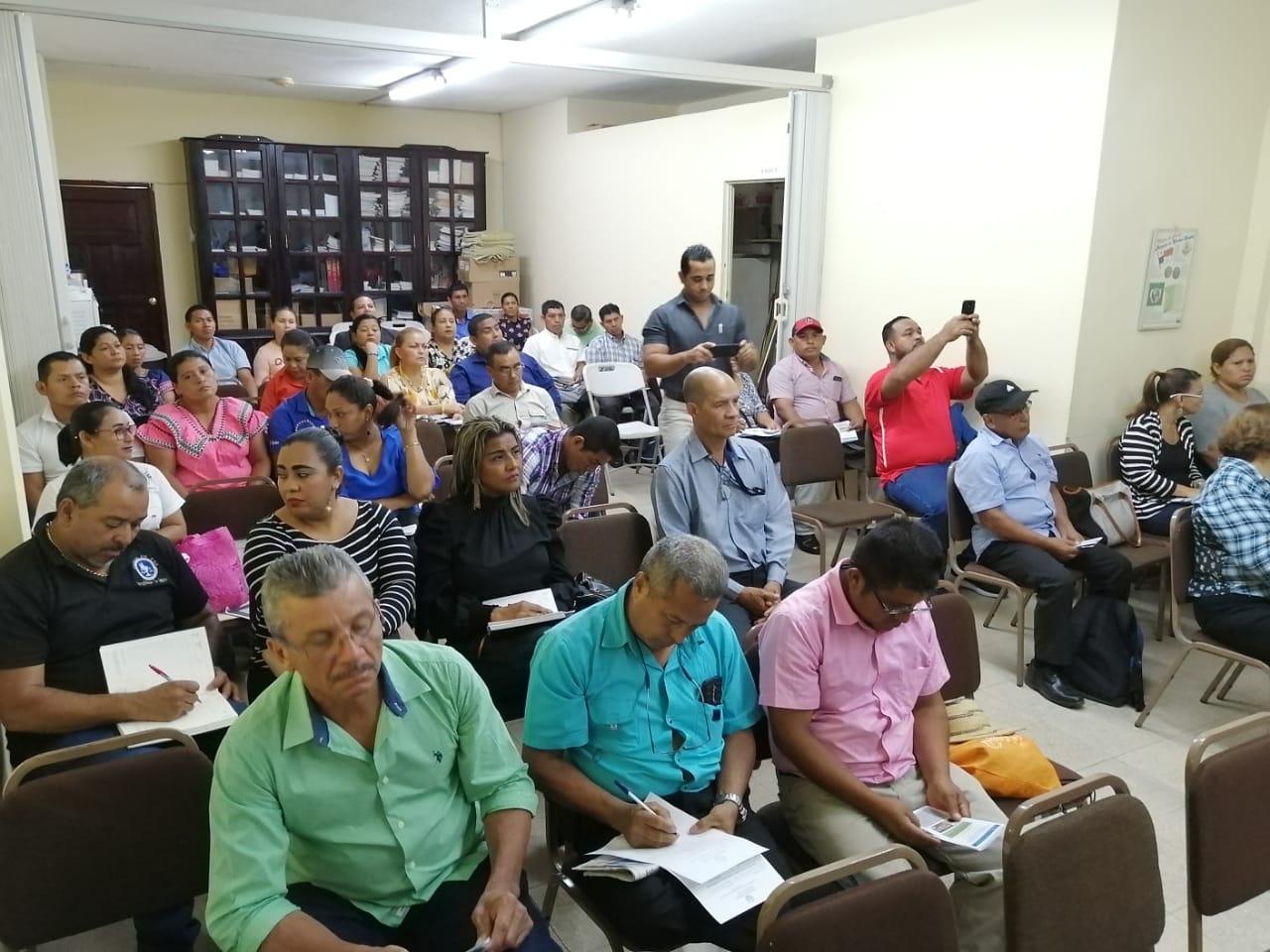 Jueces de Paz de Veraguas y Comarca de Ñürürm reciben capacitación sobre participación ciudadana