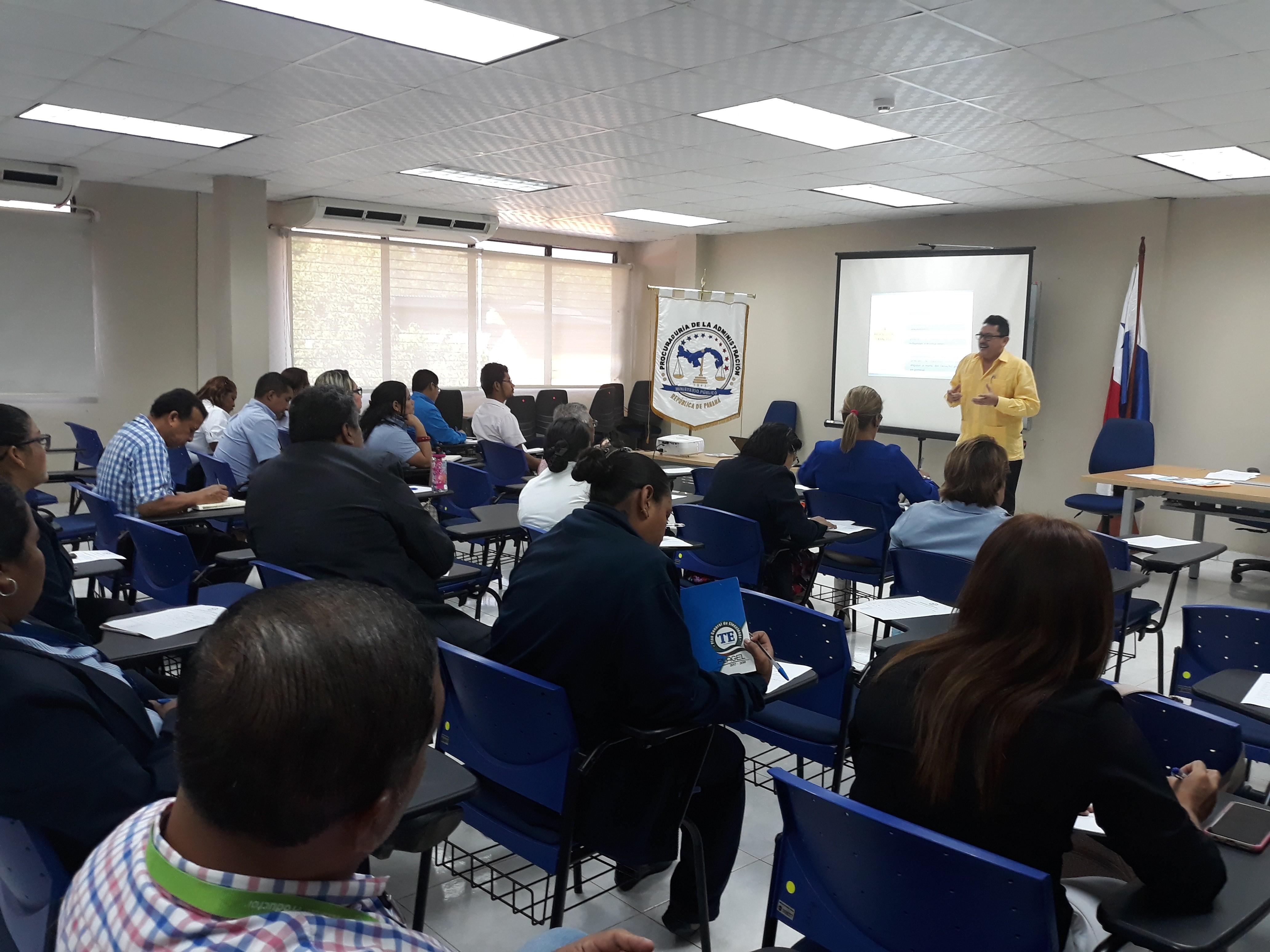 Capacitan asesores legales de entidades en la provincia de Coclé sobre procedimientos administrativos