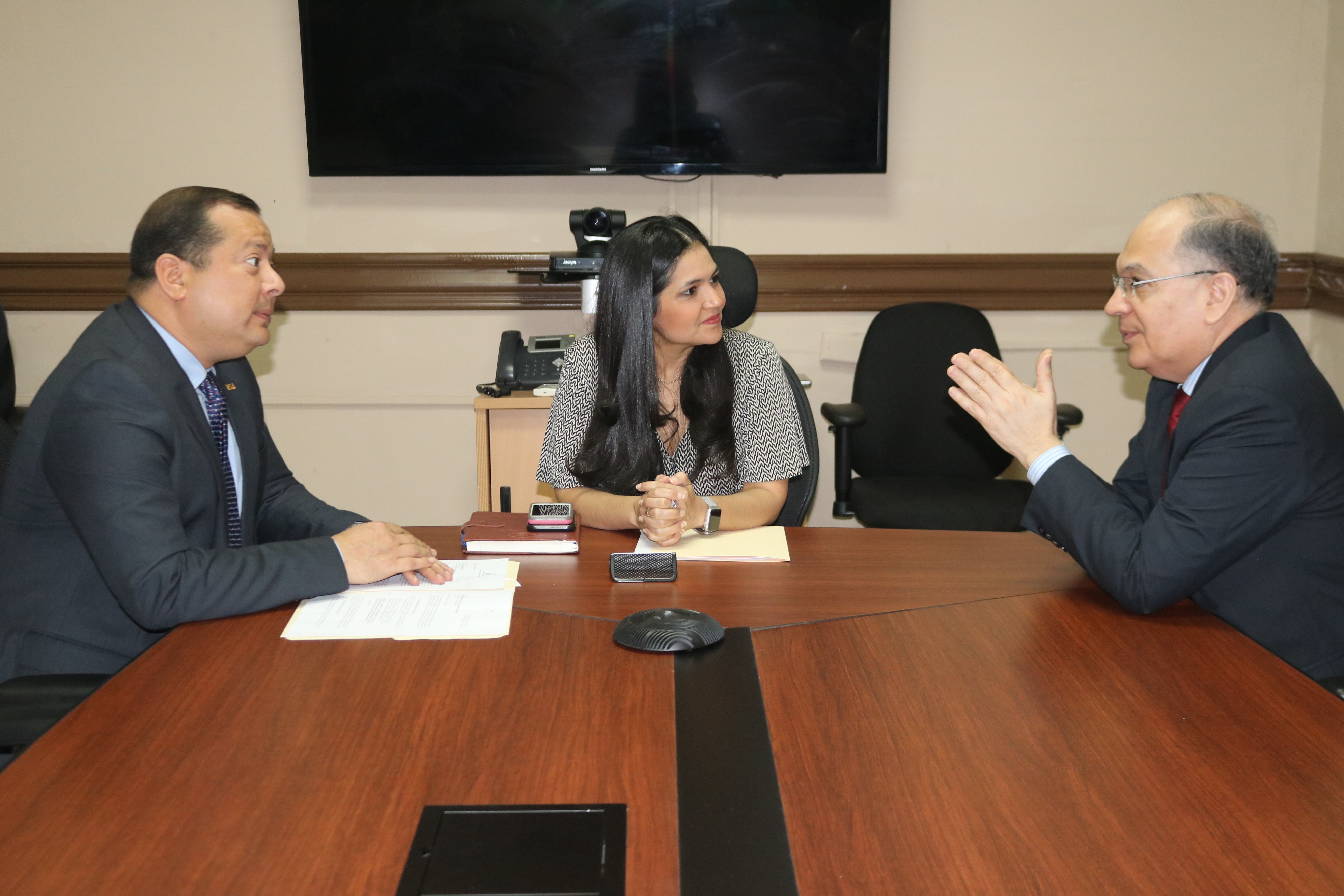 Procurador Montenegro se reúne con la directora de Autoridad Nacional de Aduanas