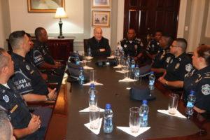 Lee más sobre el artículo Procurador recibe visita de los concursantes a Policía Ejemplar