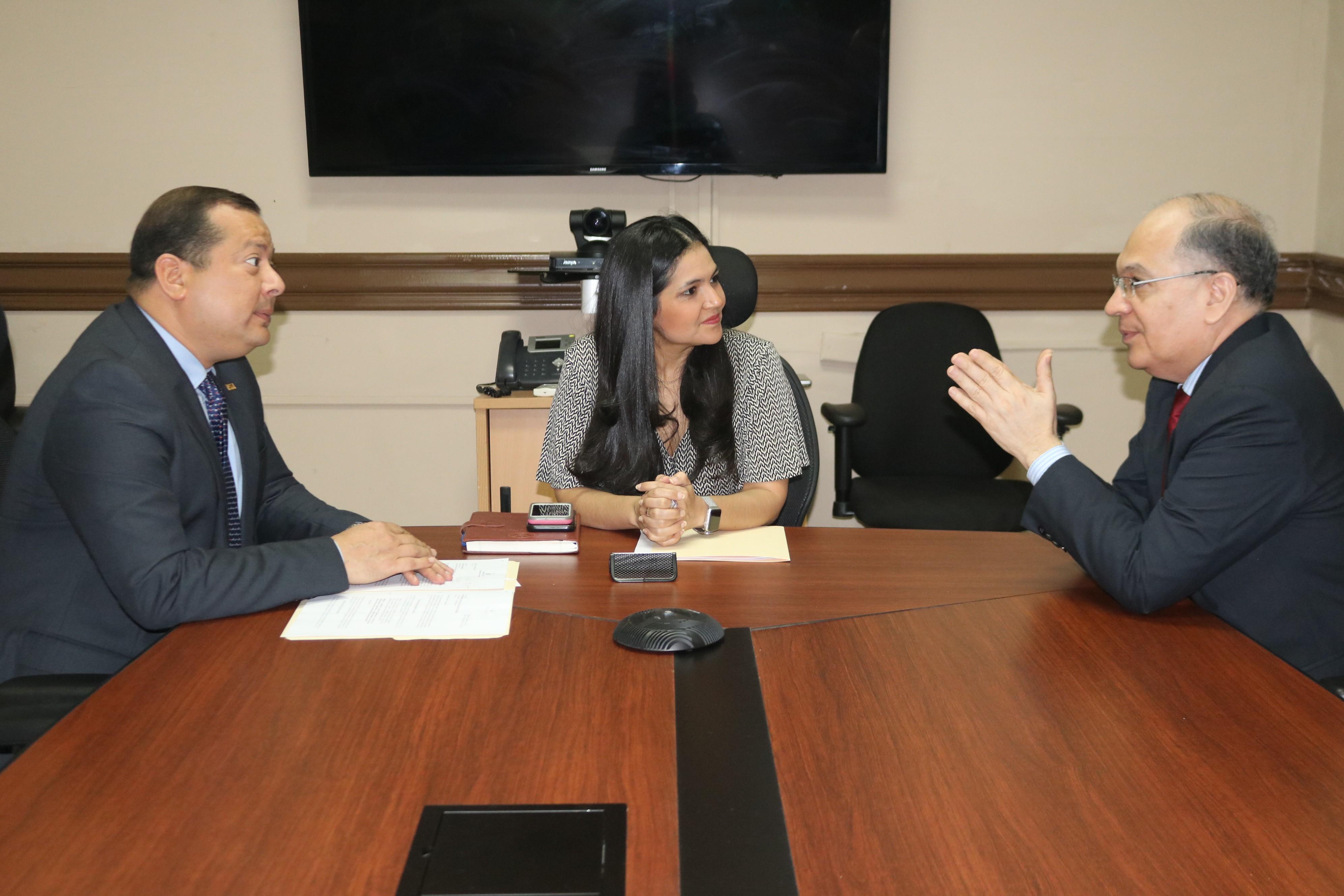 Lee más sobre el artículo Procurador Montenegro se reúne con la directora de Autoridad Nacional de Aduanas